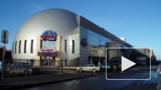 Обрушившаяся в петербургском торговом центре стена убила человека