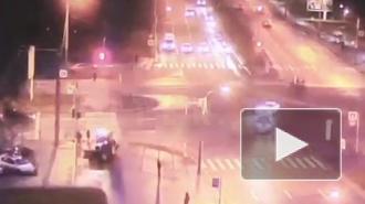 Момент аварии на перекрестке Луначарского и Светлановского попал на видео