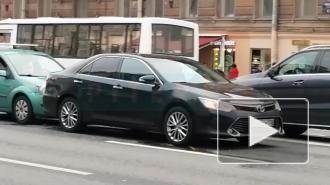 Автомобиль Смольного попал в ДТП на Невском проспекте