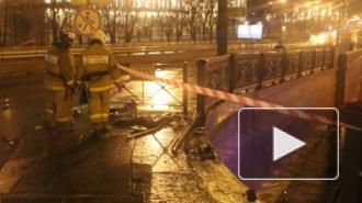 C Литейного моста упал автомобиль