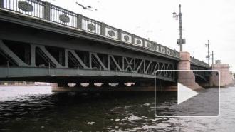 Спрыгнувшего с Дворцового моста мужчину так и не нашли