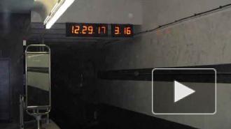 Поезда в петербургском метро встали на 20 минут из-за сломавшегося состава