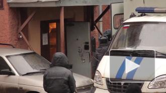 """В Петербурге недалеко от станции метро """"Парнас"""" сгорели дощатые бытовки, люди не пострадали"""