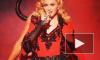 Певица Мадонна кубарем свалилась с лестницы во время выступления в Лондоне из-за туго застегнутого плаща