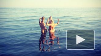 Видео: голого Панина застукали с двумя обнаженными девушками