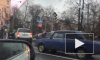 В ДТП на углу Парголовской и Кантемировской водитель отомстил машине соперника и изрядно помял ее руками и ногами
