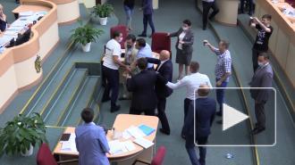 Дракой депутатов в Саратовской думе может заинтересоваться полиция