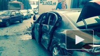 На Выборгском шоссе грузовик Volvo подмял под себя 7 легковушек