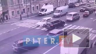 Видео: на Владимирском проспекте сбили пешехода