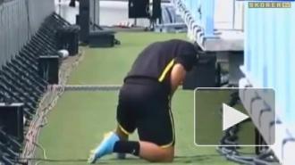 Футболист втихаря справил нужду на поле Лиги чемпионов