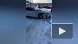Блогер Литвин въехал в витрину автосалона на Porsche за 13 миллионов