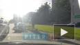 Видео: мотоциклист врезался в иномарку на проспекте ...
