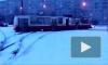 Видео: в Петербурге трамвай сошел с рельсов из-за снегопада