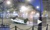 На Австрийской площади после удара Mercedes перевернулся Uber