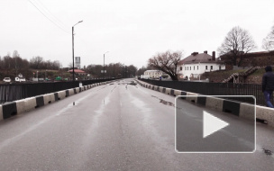 Видео: дорожники продолжают ремонт Крепостного моста в Выборге