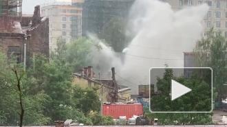 """Обрушение фасада станции """"Водоканала"""" в Приморском районе попало на видео"""