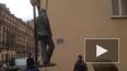 """Памятник Довлатову """"улетал"""" ненадолго"""