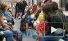 """Видео: в подземке Петербурга два """"Человека-Паука"""" исполнили брейкданс"""