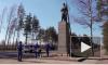 Видео: сотрудники Выборгтеплоэнерго укрепили фундамент памятника освободителям города