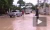 В Бангкоке вода прорвала дамбу и затопила часть города