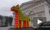 Примитивная безвкусица или минимализм: петербуржцы обсуждают в соцсетях инсталляции у Манежа