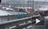 Возле моста Александра Невского развернуло и скрутило фуру