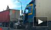 Жуткое видео из Петербурга: несколько фур и легковушка столкнулись на трассе