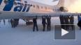 Пассажирам пришлось толкать самолет в сибирском аэропорт...