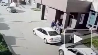 В Подмосковье автомобиль наехал на своего водителя