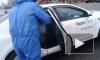 Петербургские таксисты показали дезинфекцию такси перед поездкой