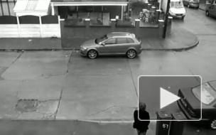 Видео: Одинокий погромщик в Англии устроил неслыханный дебош