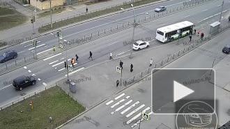На Гатчинском шоссе Ford Focus сбил школьницу из-за неработающего светофора