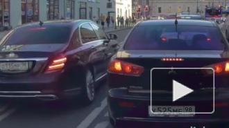"""В центре Петербурга водитель """"Майбаха"""" проехался по """"встречке"""" и остался безнаказанным"""