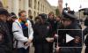 Активиста с радужным гробом задержали на Невском проспекте