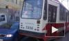 На Боткинской улице трамвай со скрежетом сошел с рельсов, вывернутые наружу колеса с трудом поставили обратно