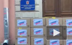 """В Петербурге """"заблокировали"""" Роскомнадзор: выход из ведомства закрыли коробки"""