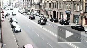Подтолкни впереди стоящего. ДТП на Среднем проспекте