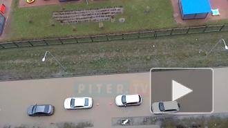 Огромные лужи заблокировали движение в Мурино