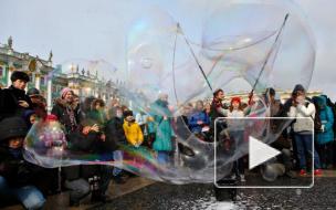 Мыльные пузыри раскрасили питерское небо