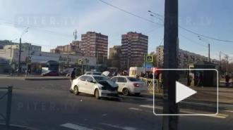 На перекрестке Светлановского и Учительской произошло жесткое ДТП: видео