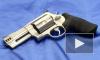 Водитель-инкассатор напугал пистолетом своих коллег и скрылся с 1,5 млн долларов