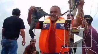 """На месте крушения """"Боинга"""" в Индонезии обнаружили обломки самолета"""