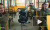Жители Новокузнецка устроили танцевальный баттл в трамвае