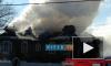 В Ленобласти пожарные борются с огнем в исторической даче