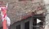 Видео: в доме на Гончарной улице окна и мебель стали мокрыми из-за пара