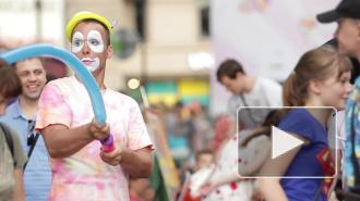 В День города петербуржцев потчевали мороженым