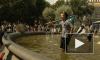 День ВМФ и фонтан Александровского сада: скульптурная группа в полосатых купальниках