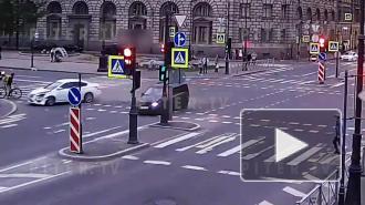 Иномарки не поделили дорогу на перекрёстке 8-ой линии и Большого проспекта ВО: видео